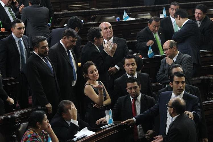 Diputados de varias bancadas se reúnen para buscar acuerdos por reformas al Código Penal permiten evadir la prisión con delitos menores de 10 años de cárcel. (Foto Prensa Libre: Érick Ávila)