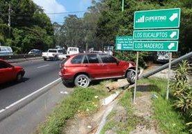Vehículo en el que se conducía Juan Carlos Estevez cuando fue atacado a balazos en carretera a El Salvador. (Foto Prensa Libre: Alvaro Interiano)