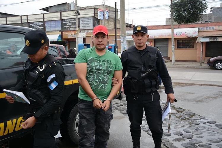José Alfonso de León Montúfar es investigado por la muerte de una menor, quien fue hallada en el Lago de Atitlán. (Foto Prensa Libre: PNC)