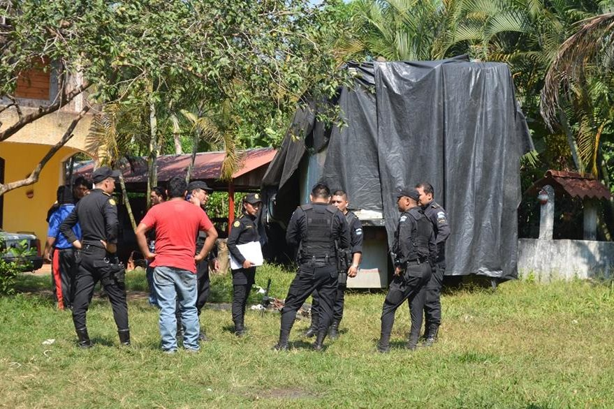 El camión robado con los instrumentos estaba cubierto con un nailon. (Foto Prensa Libre: Jorge Tizol).
