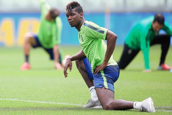 Pogba es captado en un entrenamiento con la Juventus. (Foto Prensa Libre: AFP).