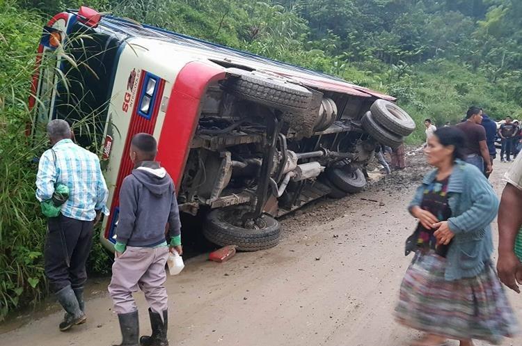 TAMAHÚ, ALTA VERAPAZ - Accidente de una camioneta deja saldo de varios heridos. Foto Prensa Libre: Eduardo Sam Chun