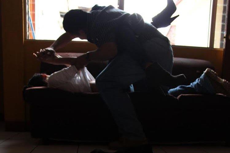 El Informe Nacional de Desarrollo Humano, presentado en el 2012 por el Programa de Naciones Unidas para el Desarrollo indica que aumenta la violencia sexual en contra de niñas y mujeres adolescentes en Guatemala. (Foto Prensa Libre: Hemeroteca)