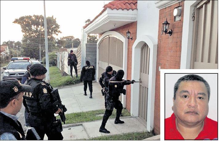 Raúl Contreras fue capturado en noviembre del 2015, en Ciudad San Cristóbal. En el operativo se logró la recuperación de obras de arte robadas. (Foto Prensa Libre: Hemeroteca PL)