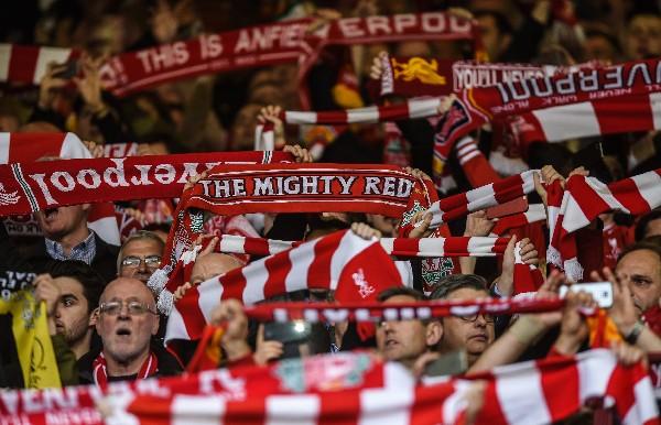 La afición de Liverpool felicitó a su equipo por la hazaña conseguida. (Foto Prensa Libre: EFE)