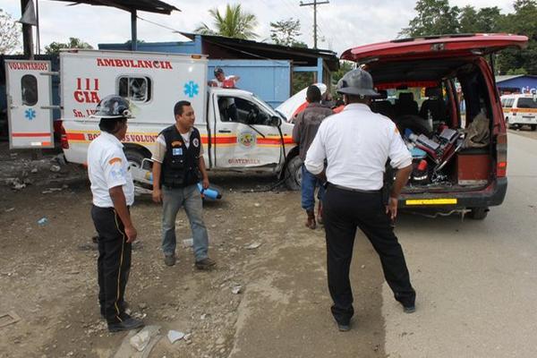 """<p>La unidad bomberil impactó contra un taller de mecánica. (Foto Prensa Libre: Walfredo Obando)<br _mce_bogus=""""1""""></p>"""