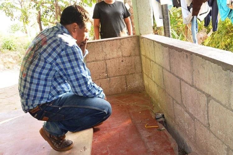 Las grietas que se han formado en las viviendas atemorizan a los pobladores. (Foto Prensa Libre: Oswaldo Cardona)