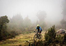 Más de cien ciclistas pedalearon para apoyar a la Fundación Ayuvi.