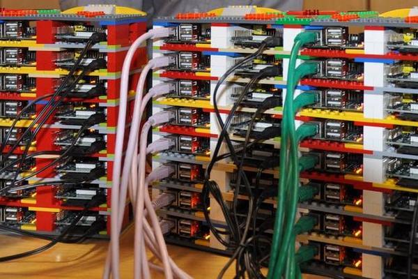 """<p>Circuitos, cables y piezas de lego construyen una súpercomputadora. (Foto: tomada de Clarin)<br _mce_bogus=""""1""""></p>"""