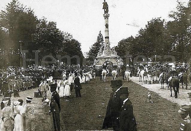 Conmemoración del centenario del nacimiento de Miguel García Granados en el monumento de la Avenida La Reforma en 1909. (Foto: Hemeroteca PL)