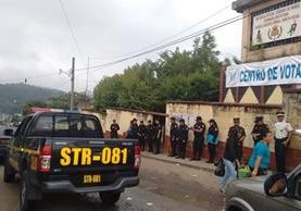 En Pueblo Nuevo Viñas, Santa Rosa, la seguridad fue reforzada debido a la repetición de elecciones de alcalde. (Foto Prensa Libre: Oswaldo Cardona)