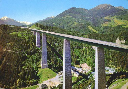 Este fue el puente desde donde Baleva, de 80 años, saltó. (Foto: Krone.at).