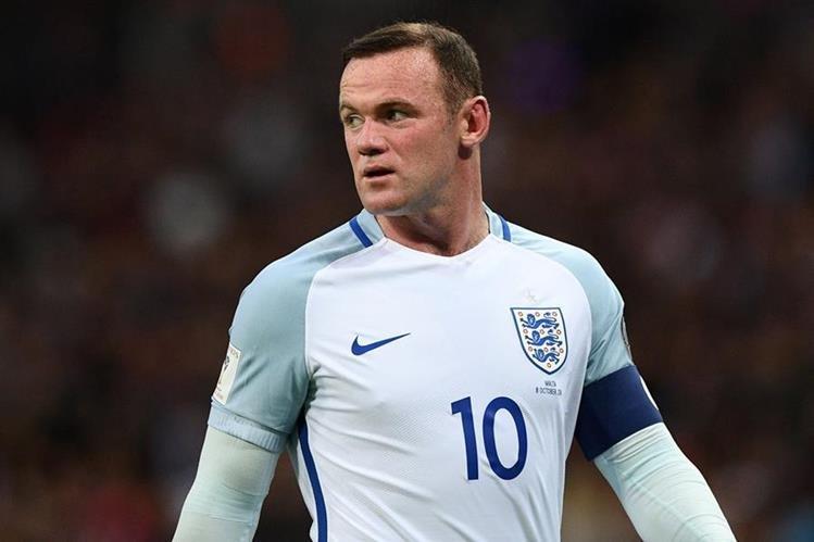 Wayne Rooney vivió un momento difícil con los aficionados. (Foto Prensa Libre: EFE)