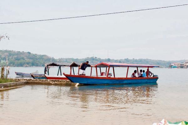 sectores de Flores, Petén, gestionan seguridad en el lago Petén Itzá, para evitar accidentes. (Foto Prensa Libre: Rogoberto Escobar)