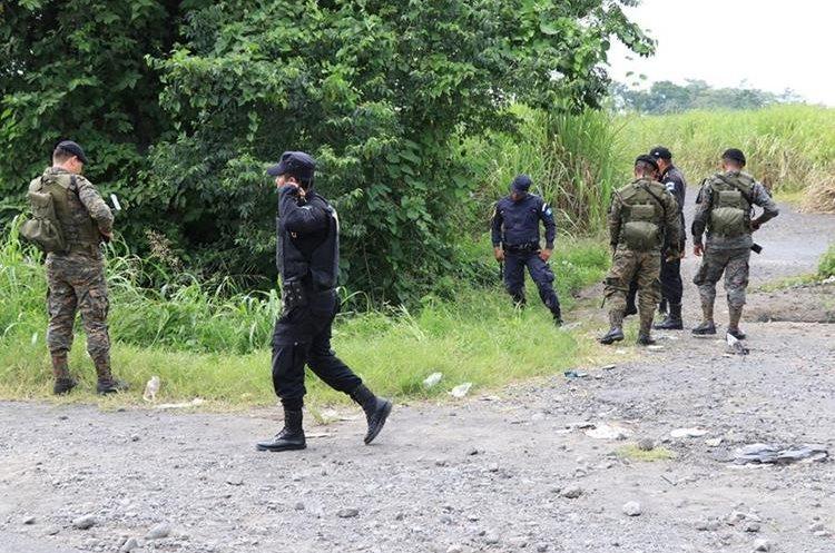 Madre e hija fueron localizadas con señales de violencia y heridas de bala. (Foto Prensa Libre: Enrique Paredes)