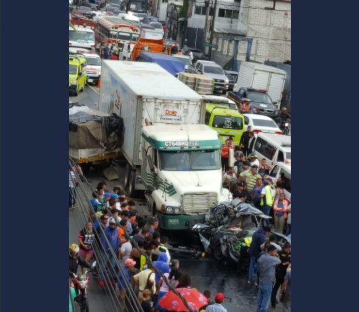 Lugar donde ocurrió el accidente en el kilómetro 12.3 ruta al Atlántico. (Foto Prensa Libre: @ElasMendoza5).