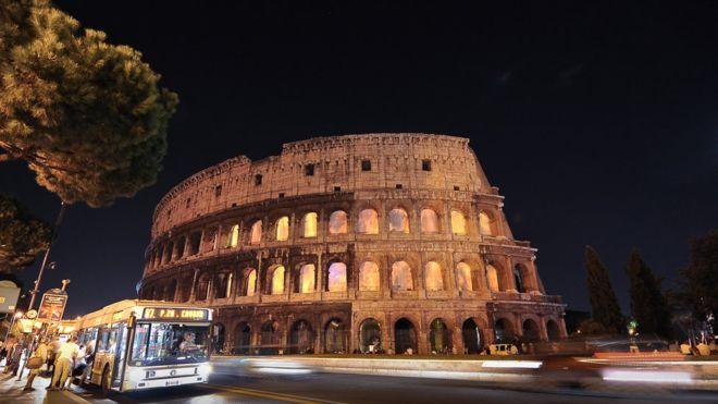 El Coliseo es uno de los lugares de rigor para cualquier turista que visite a Roma. GETTY IMAGES