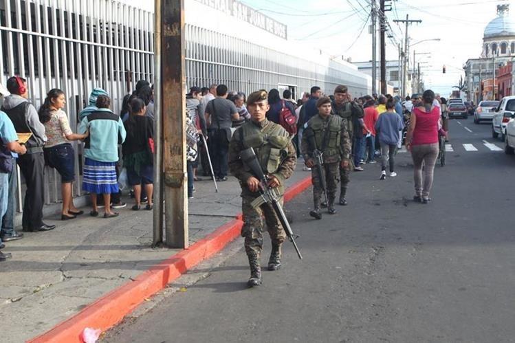 Iniciativa busca que elementos del Ejército tengan la potestad de capturar a personas sorprendidas en flagrancia cometiendo hechos delictivos. (Foto Prensa Libre: Érick Ávila)