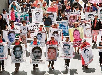 La mayor crisis que ha enfrentado el actual gobierno es la desaparición de los 43 estudiantes de Ayotzinapa que ha causado múltiples protestas.