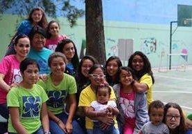 Uno de los grupos que recibe atención en la Asociación de Muchachas Guías en Guatemala. (Foto Prensa Libre: Cortesía).