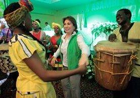 Sandra Torres baila punta luego de ser reelecta como secretaria general del partido Unidad Nacional de la Esperanza. (Foto Prensa Libre: Carlos Hernández)