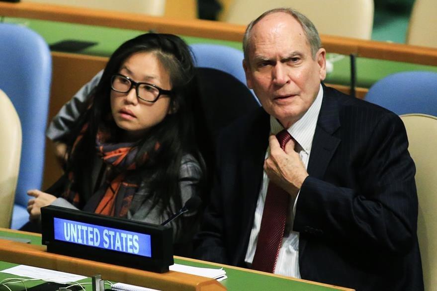 El Representante de Estados Unidos ante las Naciones Unidas, Ronald Godard, (derecha), durante la Asamblea. (Foto Prensa Libre: EFE).