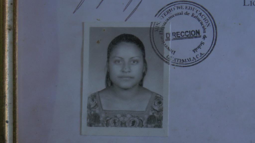 Paula Carolina Vásquez perdió la vida en el accidente registrado en Sololá. (Foto Prensa Libre: Ángel Julajuj).