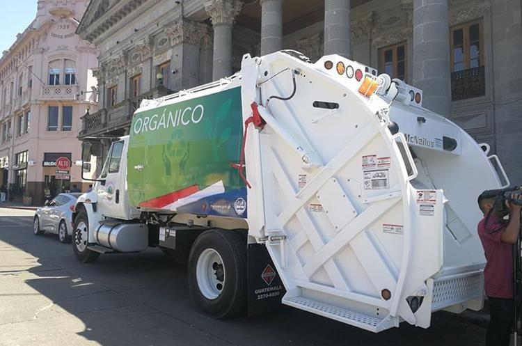 Los camiones servirán para iniciar un proceso de separación de basura orgánica e inorgánica. (Foto Prensa Libre: Fred Rivera)