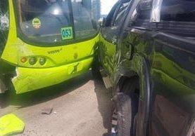 El accidente ocurrió en la 37 calle de la avenida Bolívar, zona 8. No hubo heridos. (Foto Prensa Libre: Carlos Sandoval / Facebook)