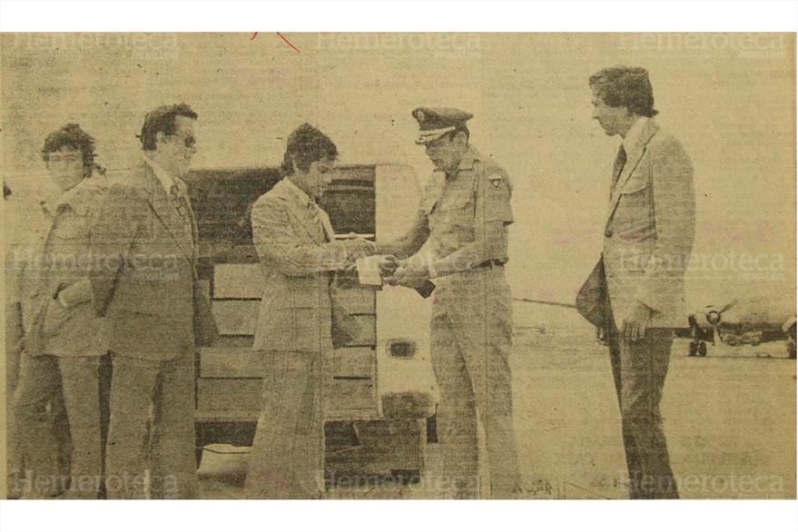 Entrega de ayuda a damnificados por el terremoto del 4 de febrero de 1976. (Foto: Hemeroteca PL)