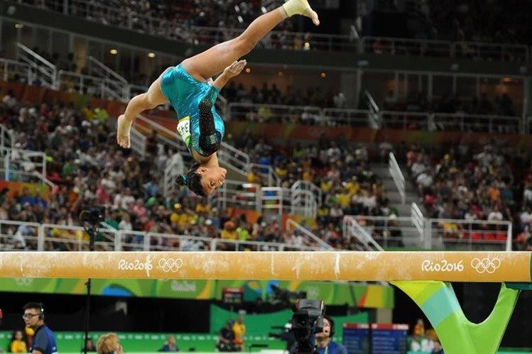 La gimnasta guatemalteca Ana Sofía Gómez en su participación en la Viga de Equilibrio. (Foto Prensa Libre: Jeniffer Gómez)