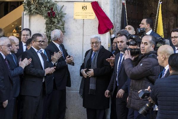 El presidente palestino Mahmoud Abás (C) inaugura la nueva Embajada Palestina.(EFE).