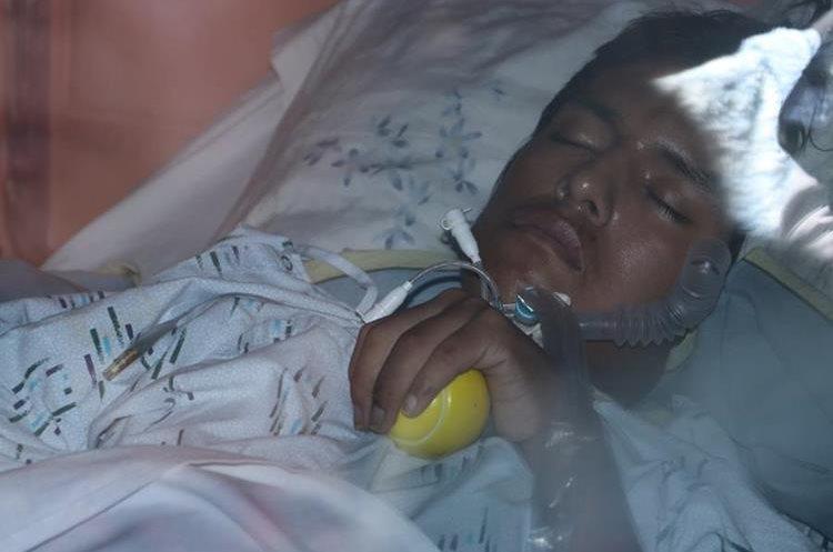 José Manuel Roquel Camey está postrado en una cama desde el accidente laboral. (Foto Prensa Libre: Víctor Chamalé)