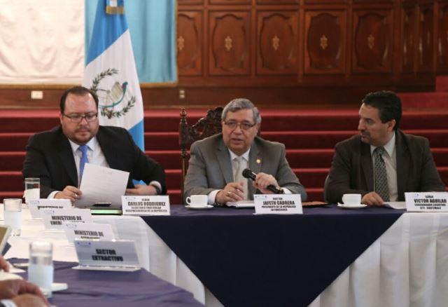Jafeth Cabrera sostuvo una reunión de trabajo este viernes en el Palacio Nacional. (Foto Prensa Libre: Vicepresidencia)