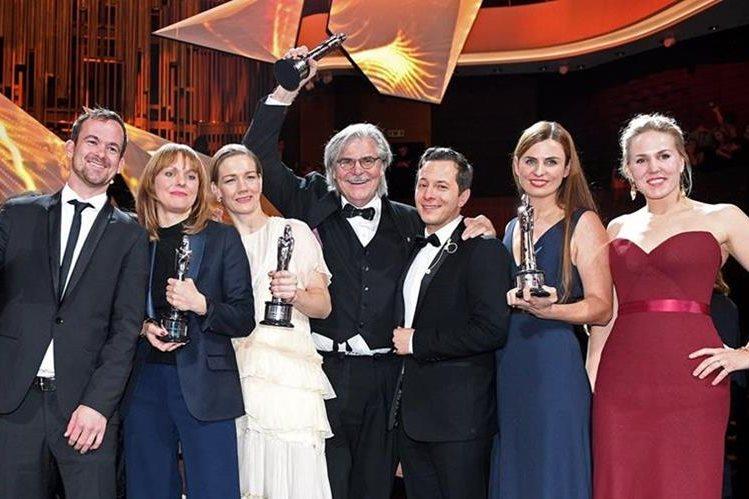Jonas Dornbach,Maren Ade,Sandra Hueller, Peter Simonischek,Trystan Puetter y Janine Jackowski, elenco y productores de Toni Erdmann.