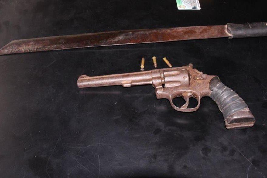 Armas decomisadas a un sujeto en Nueva Concepción, Escuintla. (Foto Prensa Libre: PNC)