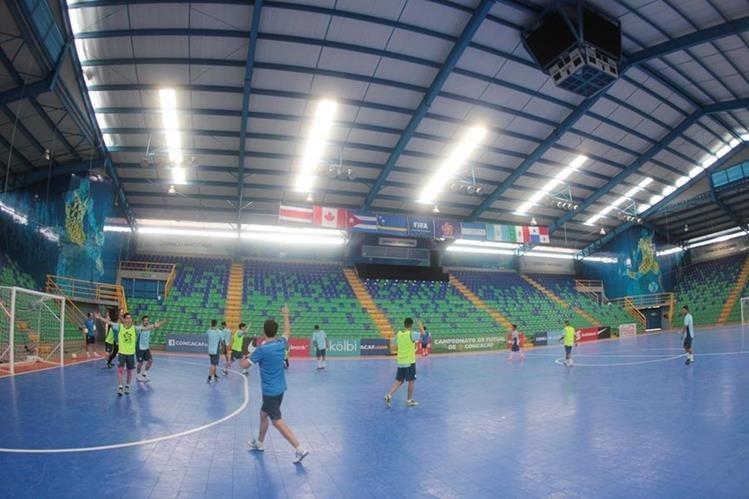 La Selección de Futsal en su entreno en el gimnasio BN Arena en Costa Rica. (Foto Prensa Libre: Norvin Mendoza)