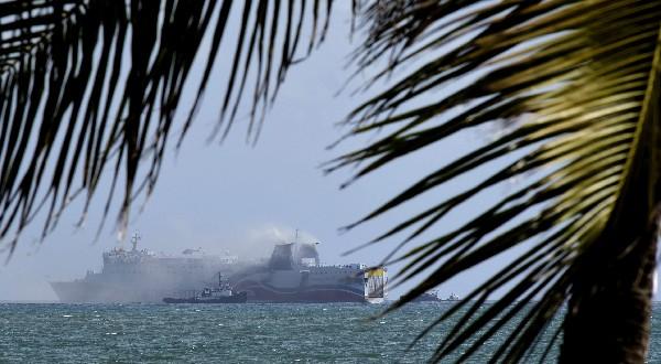 Más de 500 pasajeros fueron evacuados después del pequeño incendio estalló en el crucero.(AP)