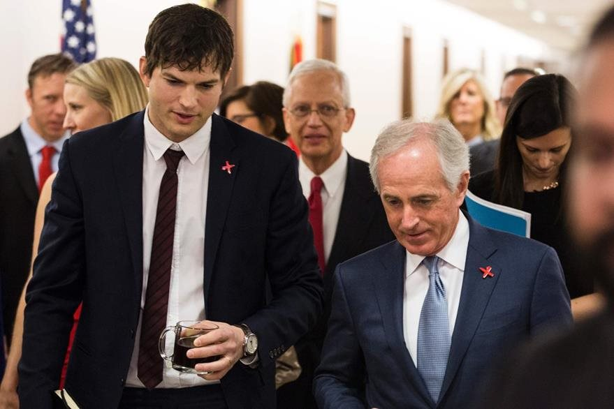 El actor, junto al senador del Comité de Asuntos Exteriores Bob Corker.
