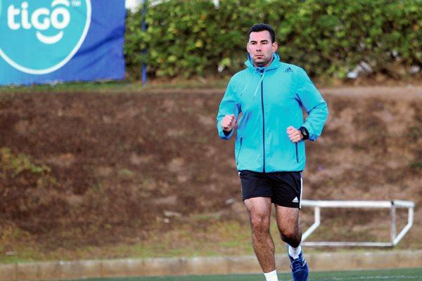 Mario Escobar, se entrenó ayer en el proyecto Goal previo a su viaje a Estados Unidos. (Foto Prensa Libre: Edwin Fajardo)