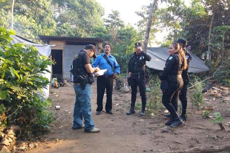 Agentes de la PNC coordinan operativos en Retalhuleu y otros puntos de la provincia. (Foto Prensa Libre: Rolando Miranda)