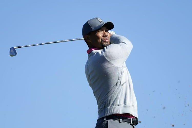El golfista estadounidense Tiger Woods se disculpó por su arresto por conducir supuestamente ebrio.(Foto Prensa Libre: AFP)