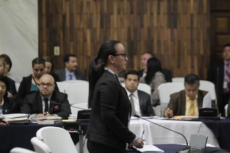 Judith Ruiz ofrece su primera declaración en la Sala de Vistas de la CSJ. (Foto Prensa Libre: Edwin Bercián)