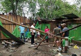 Una de las viviendas dañadas por el viento. (Foto Prensa Libre: Rigoberto Escobar).