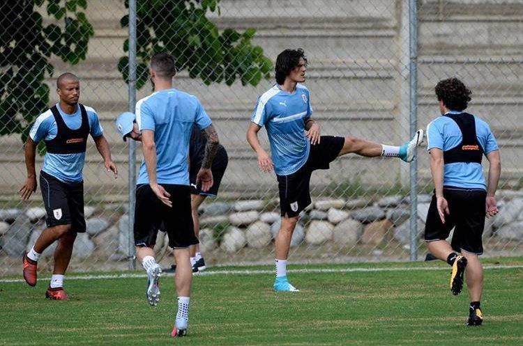 Edison Cavani es de las figuras de Uruguay. (Foto Prensa Libre: AFP)
