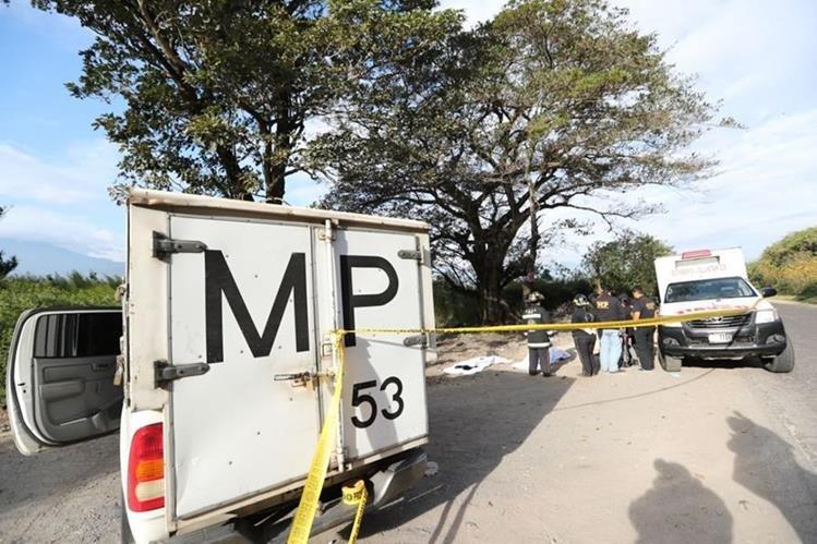 Las víctima de 17 y 20 años fueron localizadas en jurisdicción de Villa Canales, camino al Lago de Amatitlán. (Foto Prensa Libre: Erick Ávila)