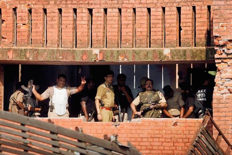 Un ataque contra una comisaría dejó al menos 10 muertos, tres de ellos civiles, en India.(Foto Prensa Libre:AP).