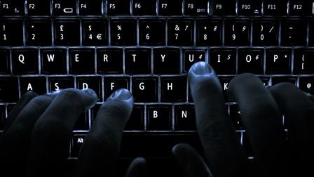 El robo de identidad y datos de tarjetas de crédito no se detiene, y en 2017 estos ataques seguirán. (Foto Prensa Libre: User:Colin).
