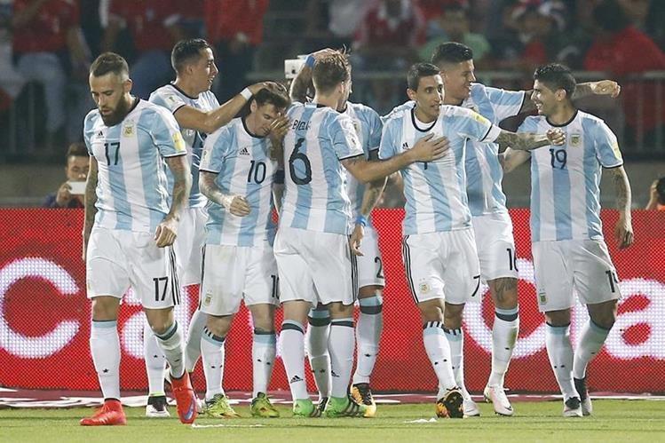 Argentina se quedó con el triunfo en condición de visita 1-2 contra Chile. (Foto Prensa Libre: EFE).