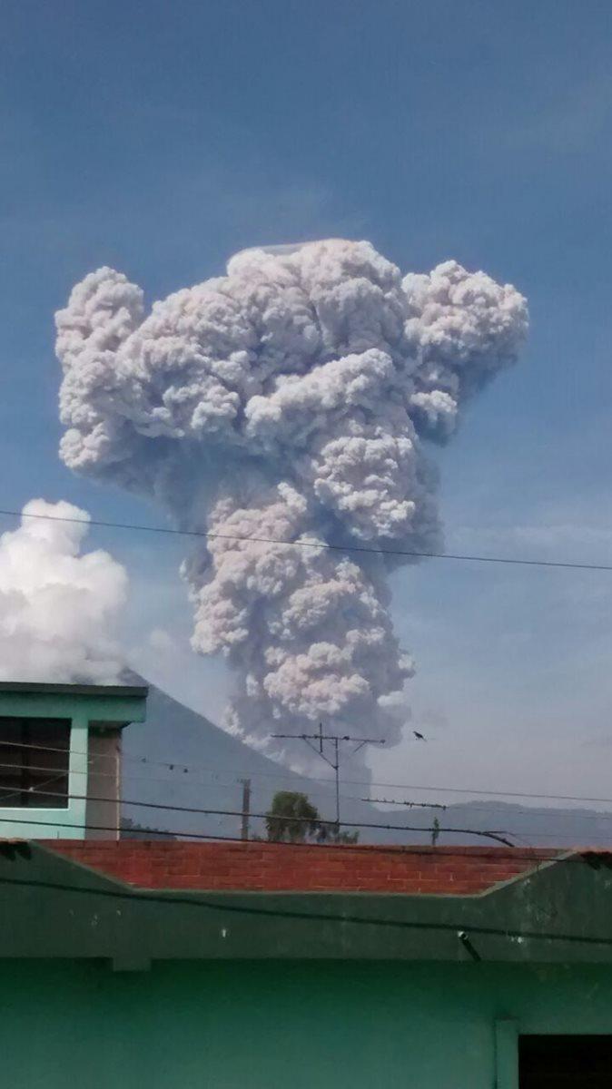 Desde Retalhuleu se observó la columna de ceniza luego de la fuerte explosión.